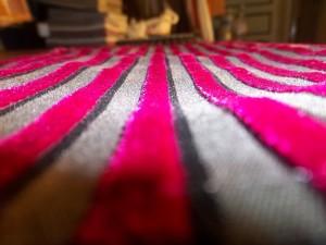 tissu rayure velours surligné pour un effet  relief -dabovilletapissierpau